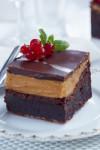 Sjokoladepavlova med vaniljekrem og lakrissaus