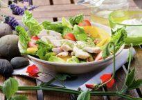lett-saltet-kylling-salat