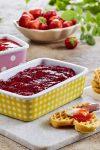 Fang sommerens bær i krukker og glass!