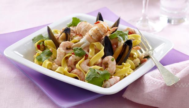 skalldyr, pasta og chilidressing