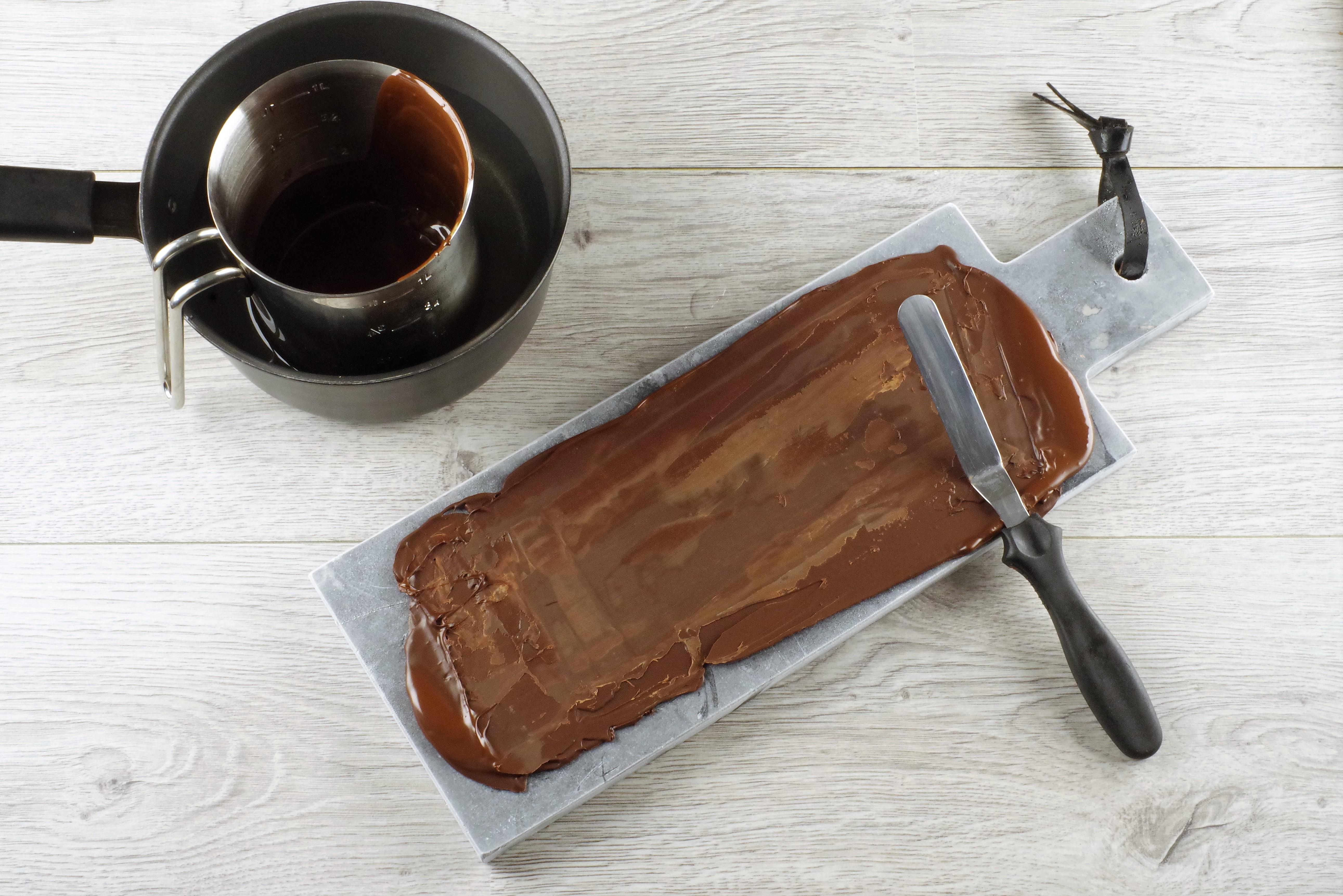 Trinn for trinn sjokoladepynt 3 - bre den utover